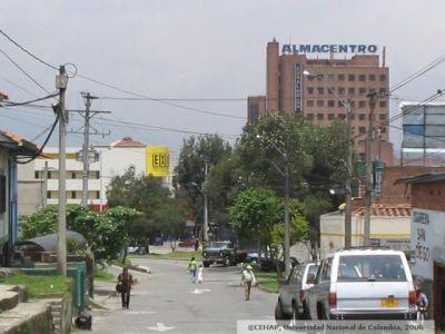 San lorenzo medellin via del barrio las palmas al fondo for Estudios de arquitectura bogota